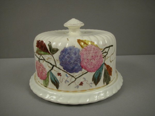 11: Albino majolica cheese keeper with floral motif