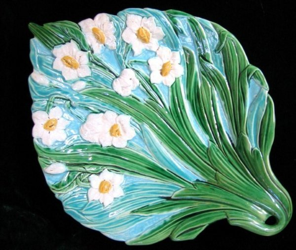 893: HOLDCROFT majolica Narcisus tray with turquoise gr