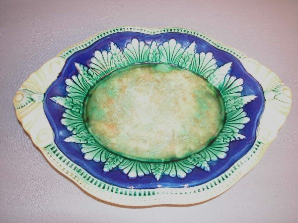 15: Majolica Leaf & Fern Bread Tray