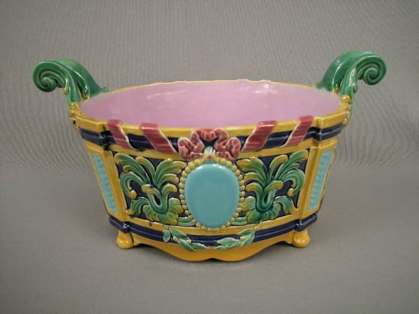 321: Majolica English Handled Center Bowl