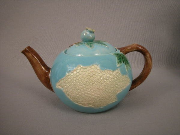 322: Majolica Holdcroft Honey Comb Teapot