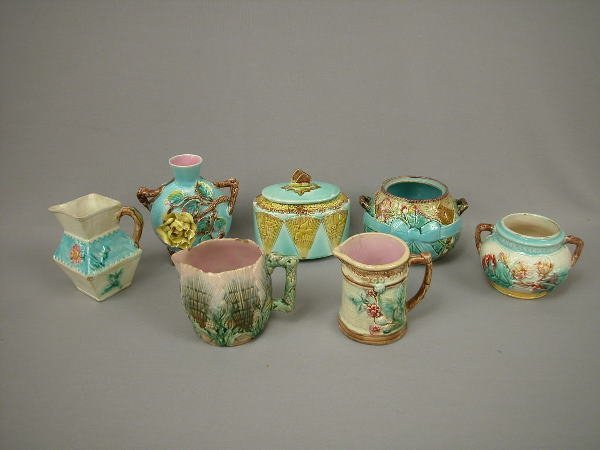 14: Majolica Lot Creamers, Sugars, Vase