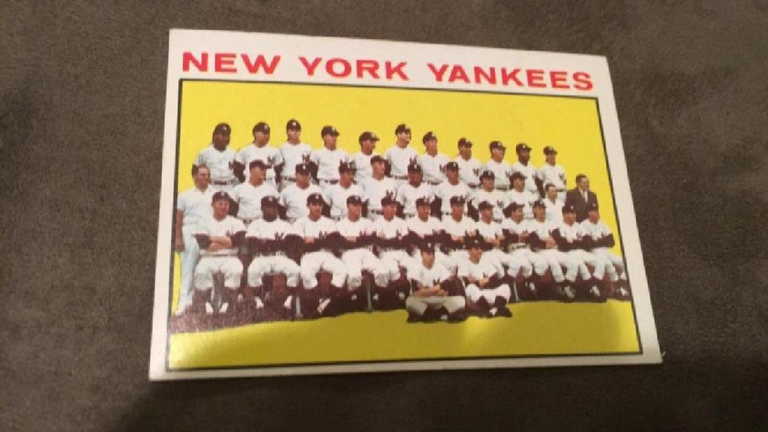 1964 Tops New York Yankees team card with Mickey