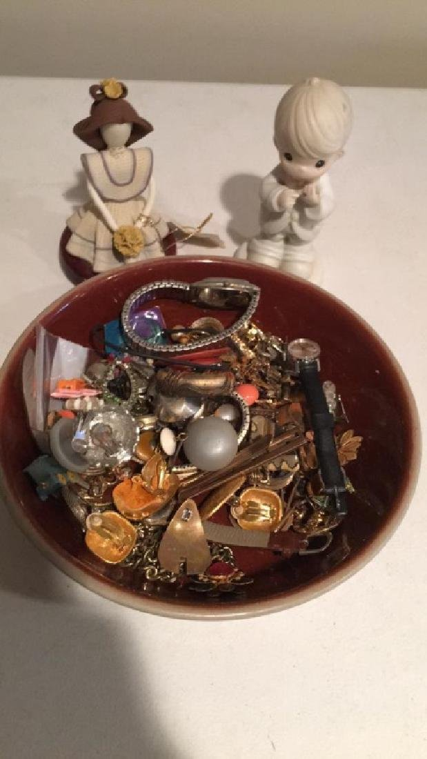 Large mixed jewelry lot with watches earring