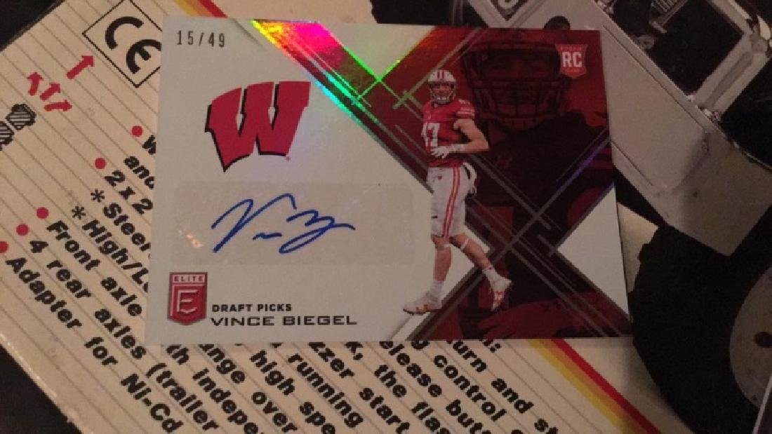 2017 Elite Football RC auto Vince Biegel /49
