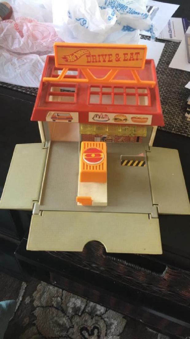 Hot wheels 1987 drive & eat play set rare