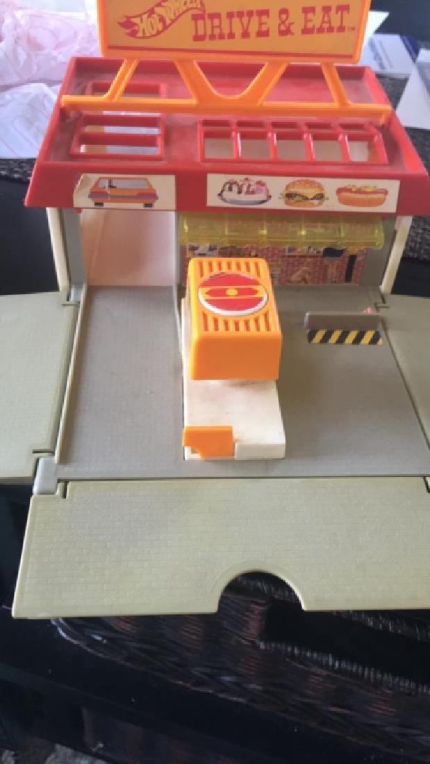 Hot wheels 1987 drive & eat play set rare - 2