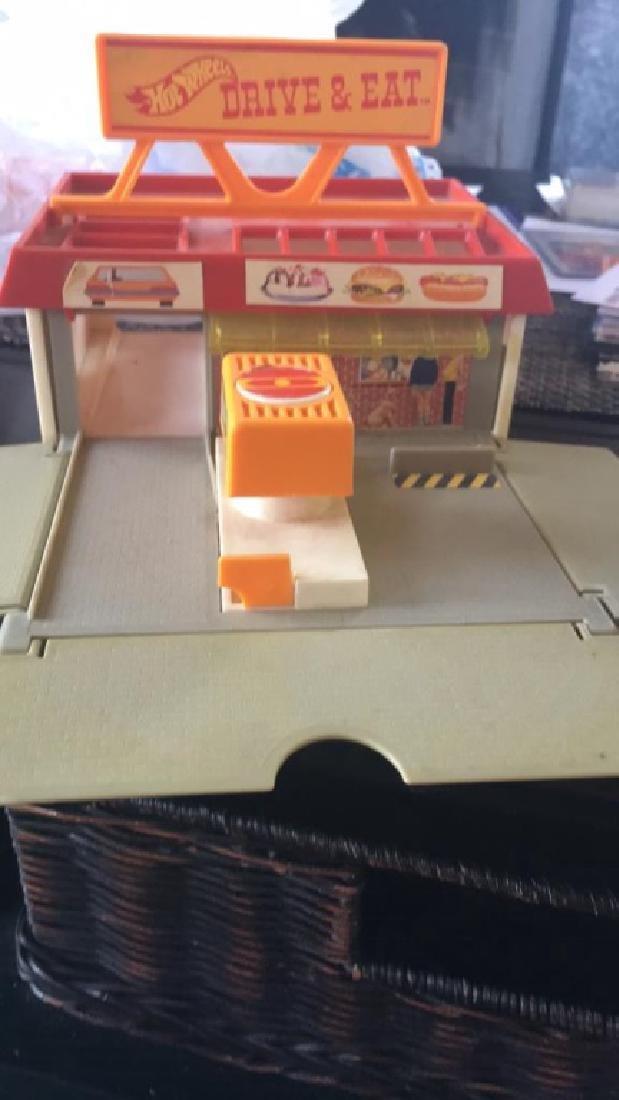Hot wheels 1987 drive & eat play set rare - 3