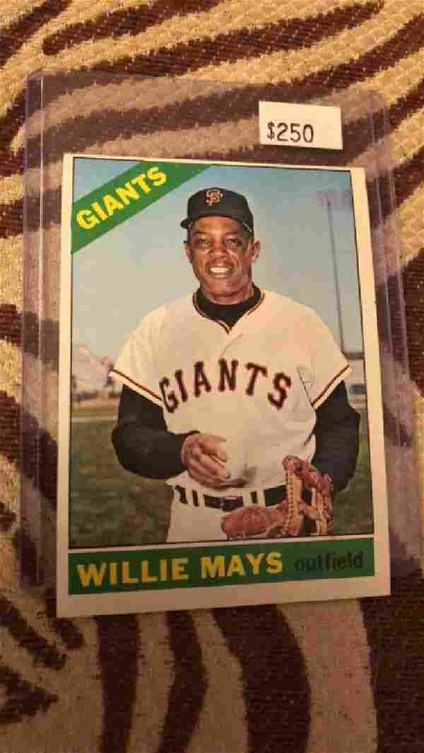 Willie Mays 1966 Topps #1 very sharp cars Look