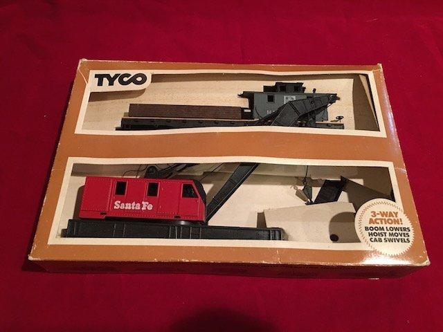 Vintage 70s Tyco HO Scale Operating Santa Fe Crane Car