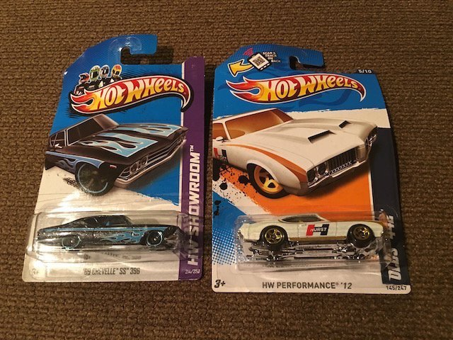 Lot of 2 Hot Wheels cars