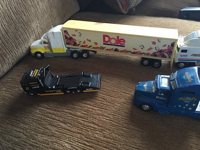 lot of 4 18 Wheel Truck Diecast trucks - 3