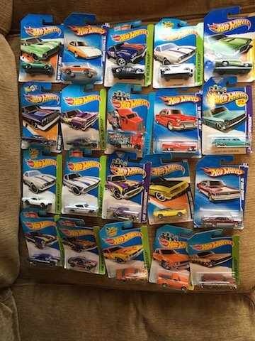 Lot of 20 HOT WHEELS Assorted Collectible Cars Nice Lot