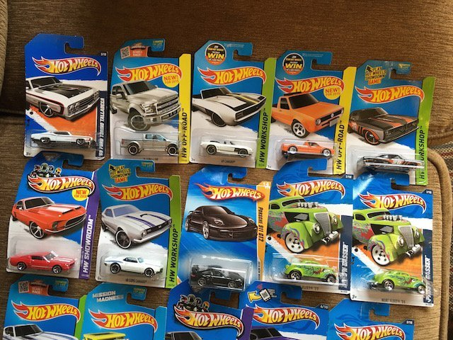 Lot of 20 HOT WHEELS Assorted Collectible Cars Nice Lot - 2