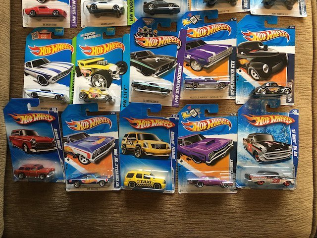 Lot of 20 HOT WHEELS Assorted Collectible Cars Nice Lot - 3