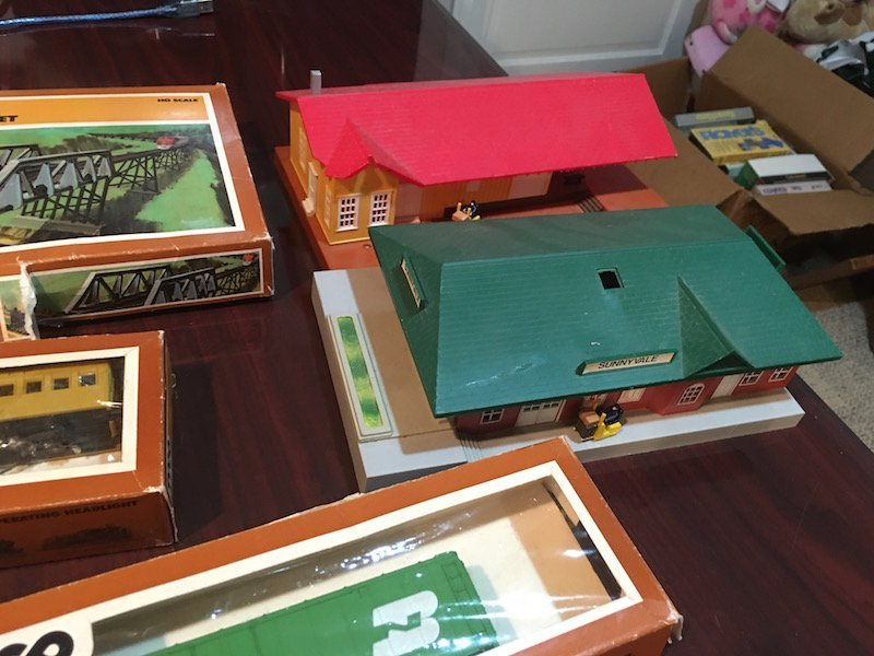 Large HO Scale Train Lot with Train Houses and - 2