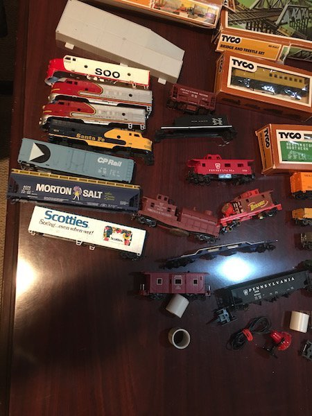Large HO Scale Train Lot with Train Houses and - 4
