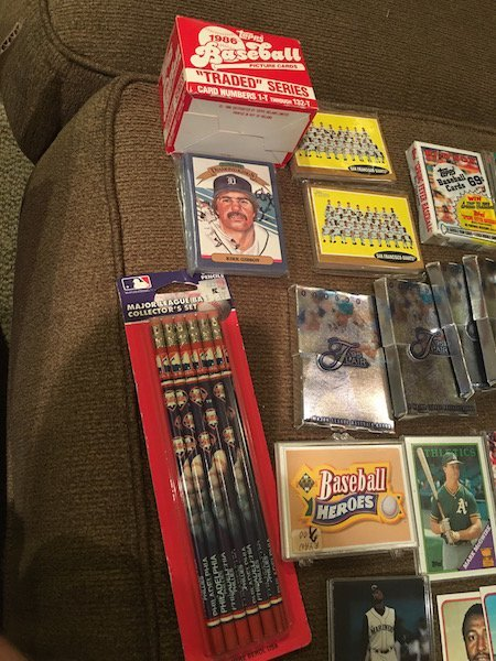 Large lot of Mixed Baseball Cards: McGwire RC Bonds and - 4