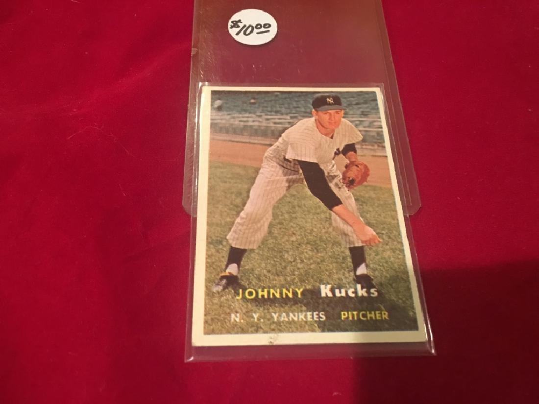 1957 TOPPS #185 JOHNNY KUCKS NEW YORK YANKEES NRMT