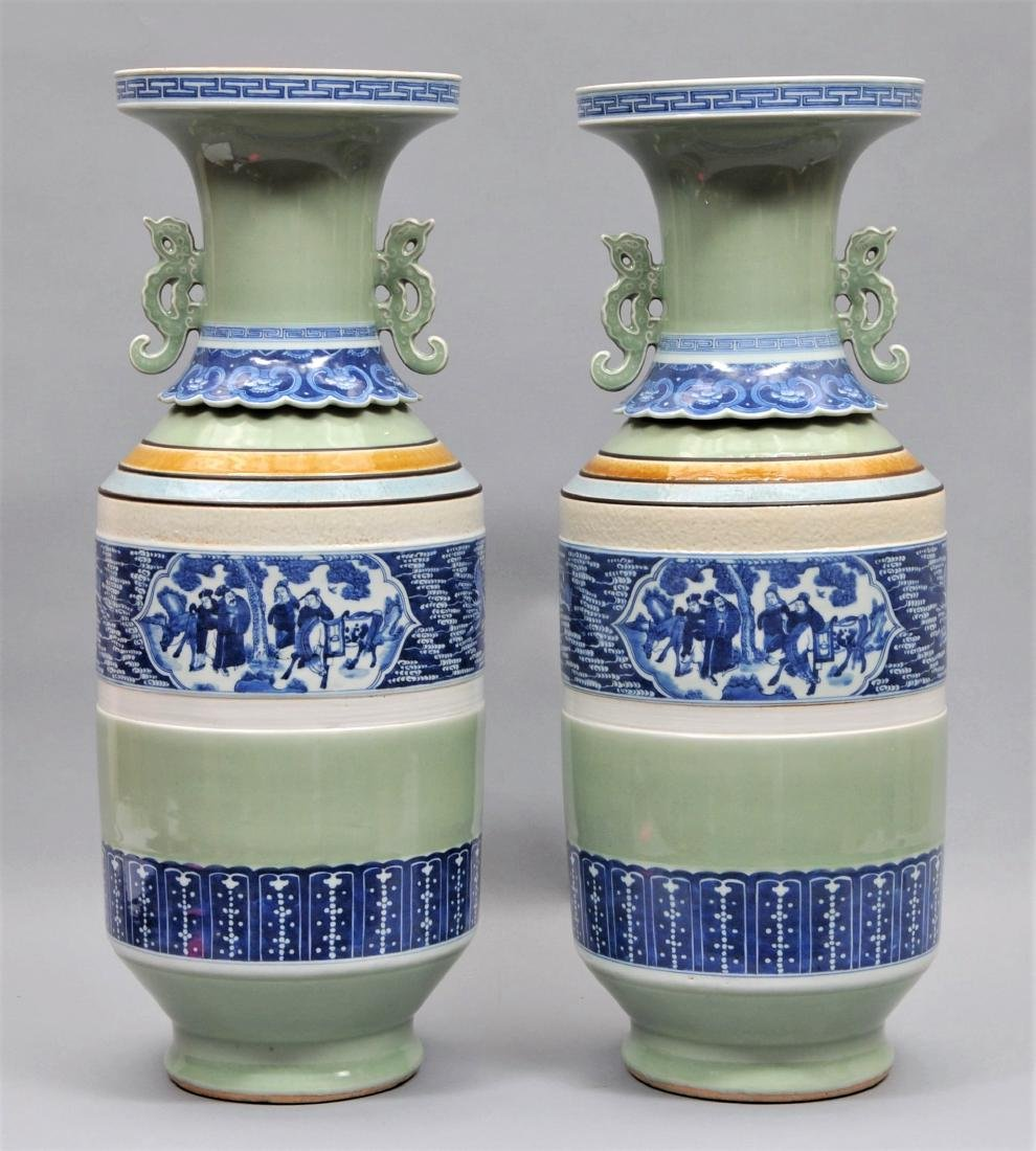 Pair of porcelain vases. China. 19th century Roleau