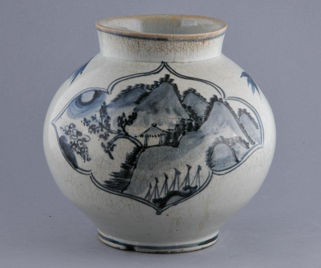 Porcelain jar. Korea. 18th century. Underglaze blue
