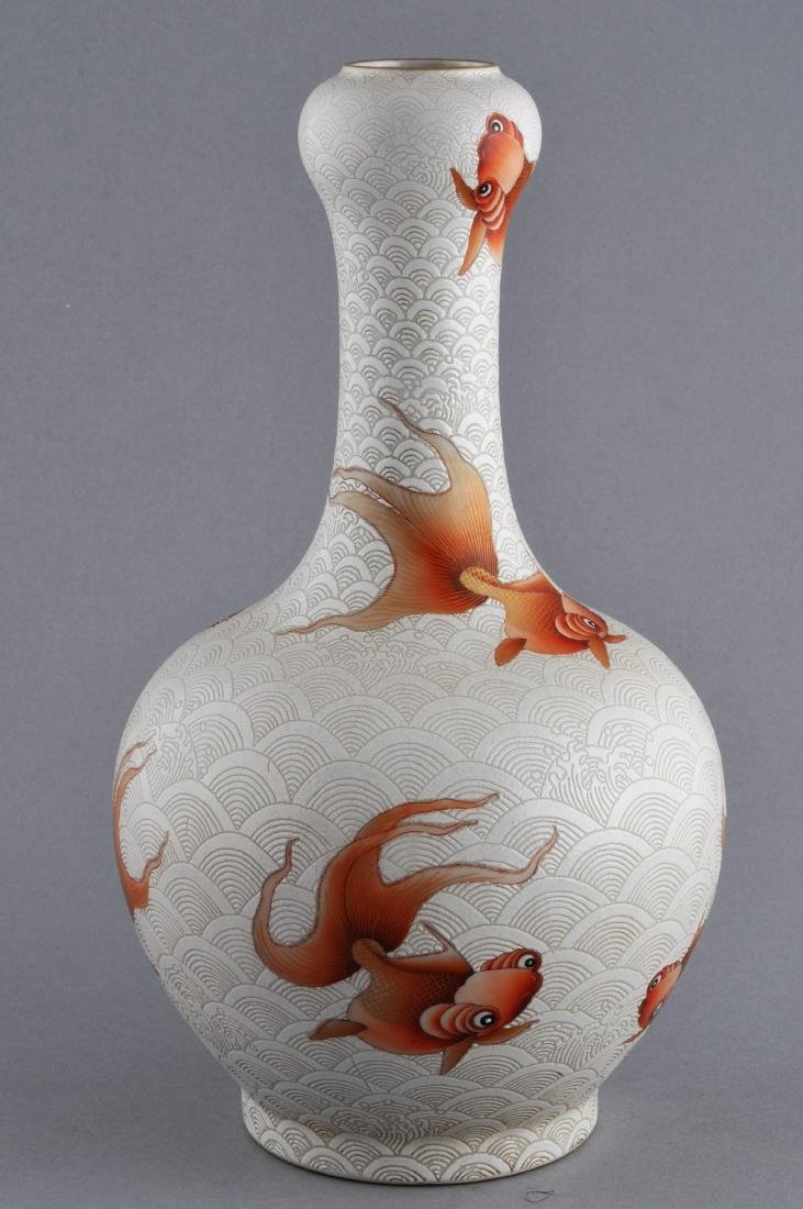 Porcelain vase. China. 20th century. Garlic mouth top.