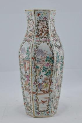 Porcelain vase. Chinese Export ware. 18th century.
