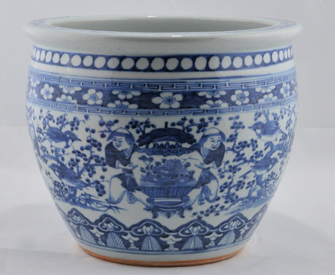 Porcelain Fish Bowl. China. 19th century. Underglaze