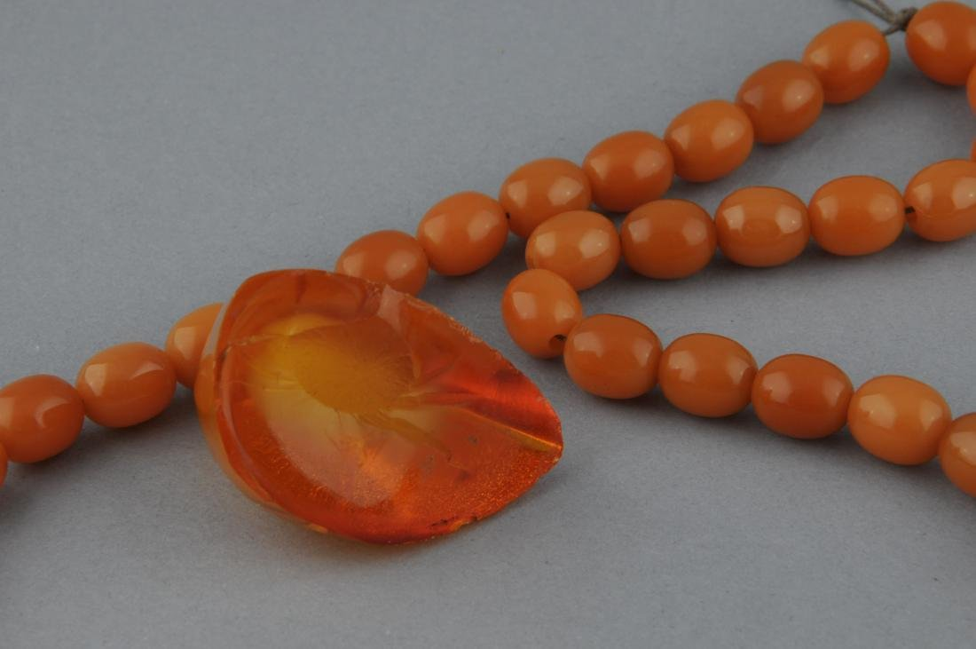Lot of amber. To include: Two necklaces and a polished - 4