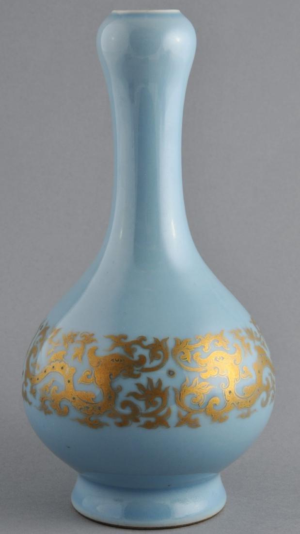 Porcelain vase. China. 19th century. Garlic mouth type.