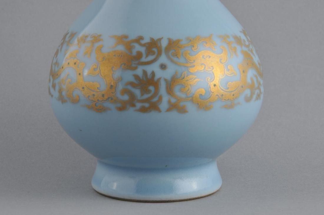 Porcelain vase. China. 19th century. Garlic mouth type. - 2