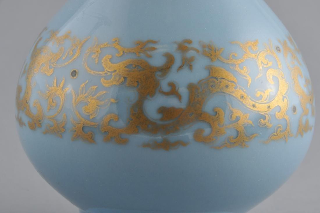 Porcelain vase. China. 19th century. Garlic mouth type. - 4