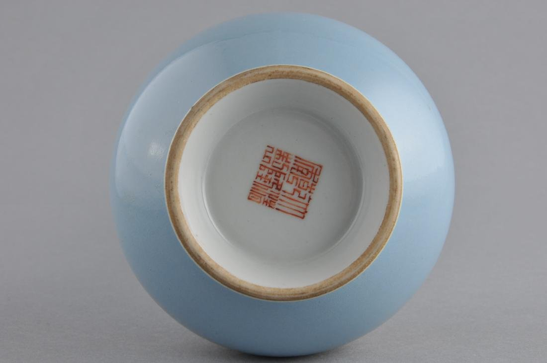 Porcelain vase. China. 19th century. Garlic mouth type. - 6