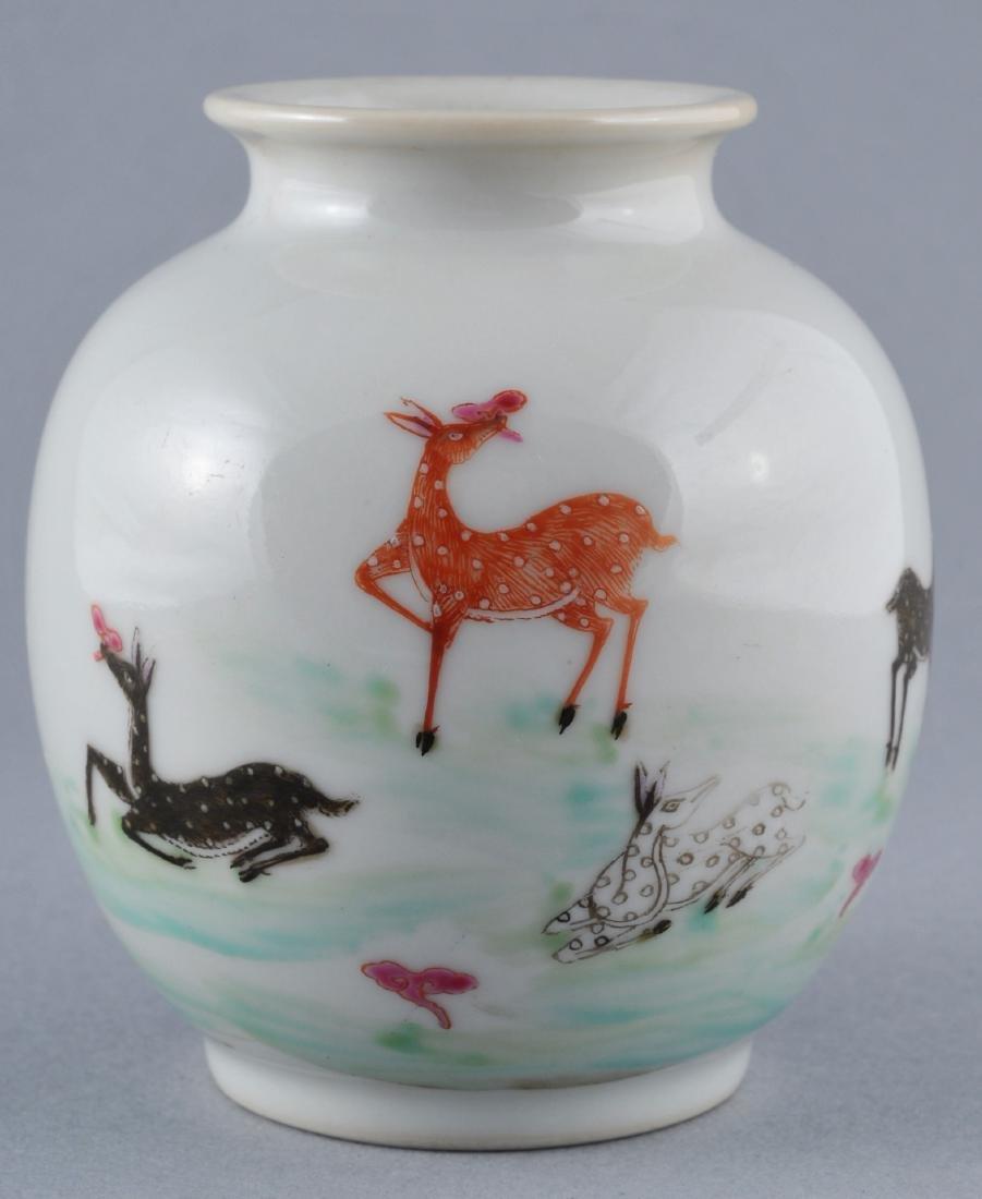 Porcelain vase. China. Early 20th century. Oviform.
