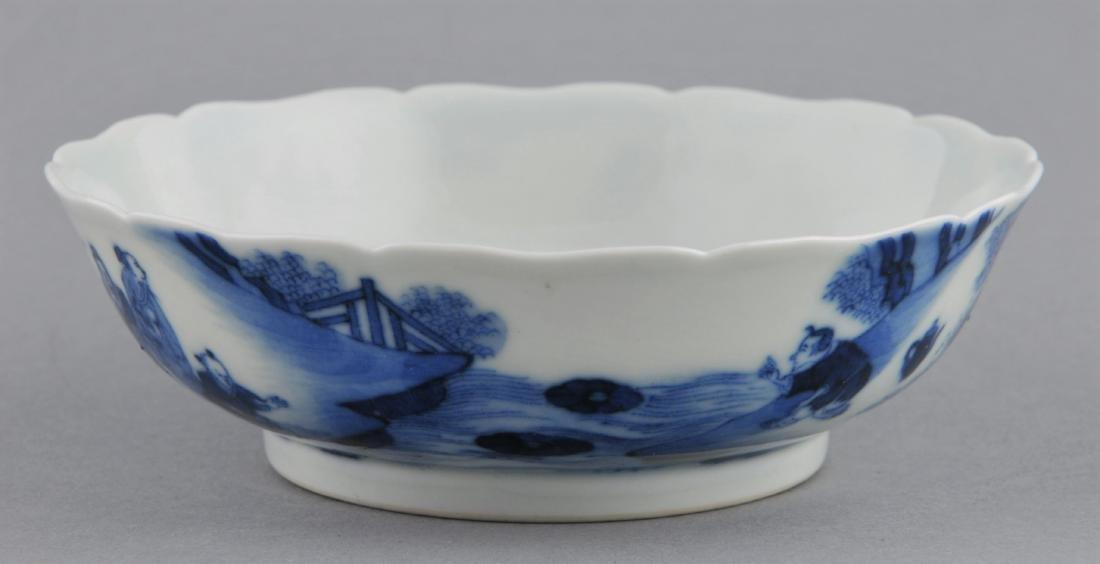 Porcelain saucer dish. China. 19th century. Scalloped