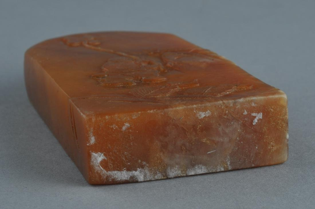 Soapstone seal. Honey coloured stone surface carved - 5