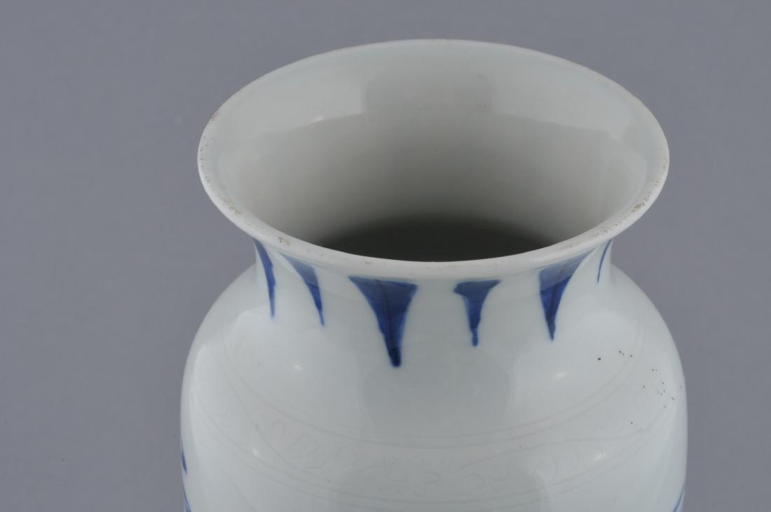 Porcelain vase. China. 20th century. Transitional - 7