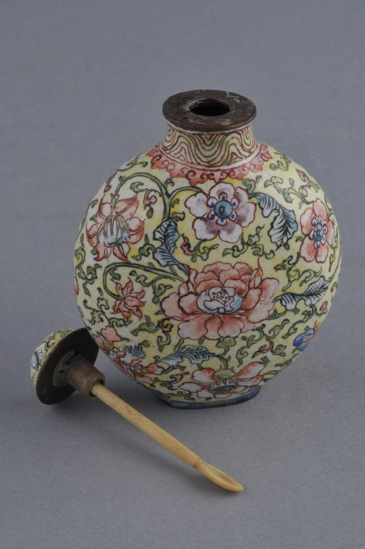 Snuff bottle. China. Ch'ien Lung mark (1735-1796) and - 4