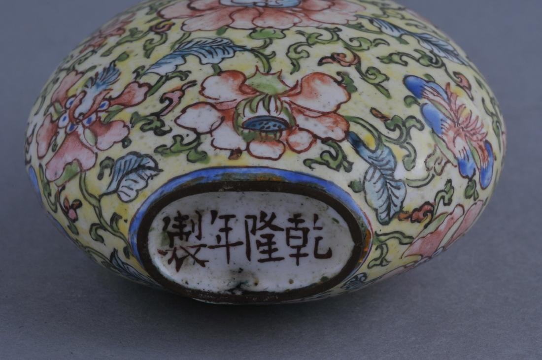 Snuff bottle. China. Ch'ien Lung mark (1735-1796) and - 5