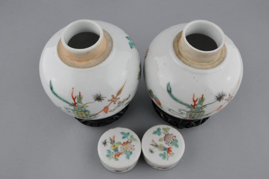 Pair of porcelain covered jars. China. Early 20th - 3