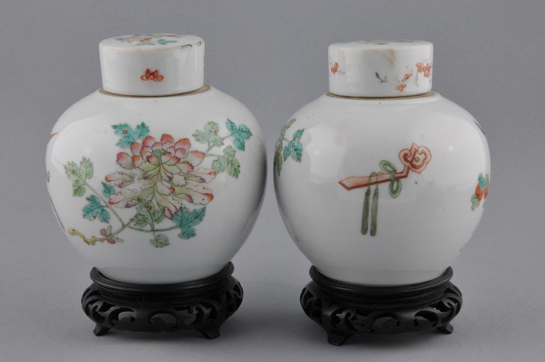 Pair of porcelain covered jars. China. Early 20th - 5