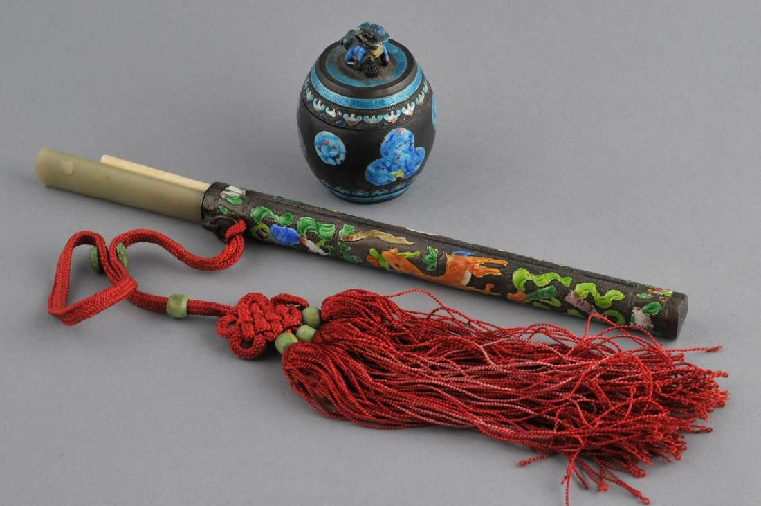 Lot of two metal works. China. Early 20th century. To
