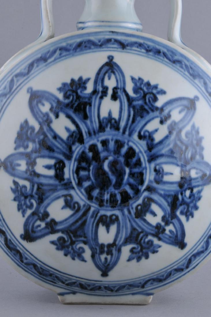 Porcelain vase. China. 20th century. Ming style. - 3