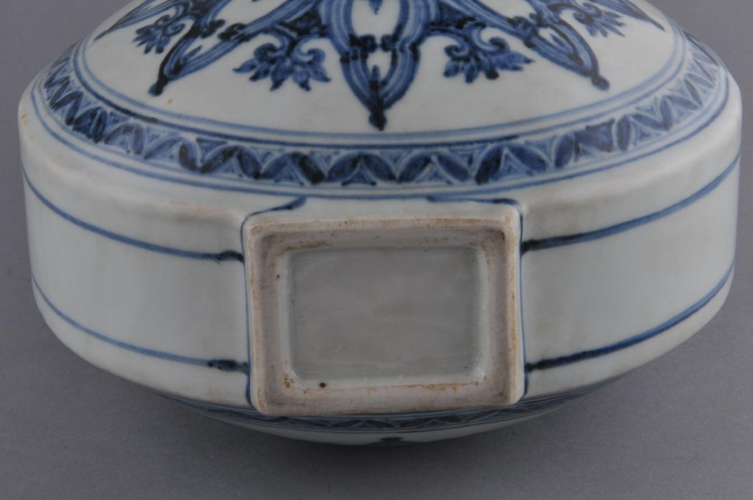 Porcelain vase. China. 20th century. Ming style. - 8
