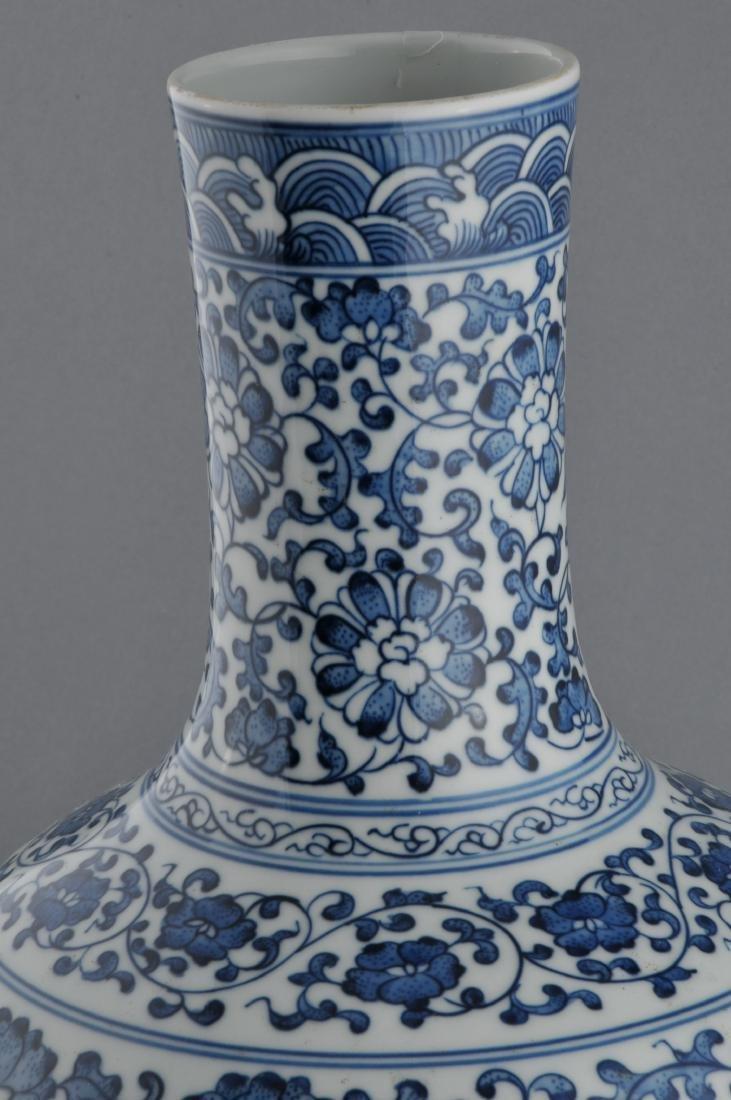 Porcelain vase. China. 20th century. Bottle form. - 6