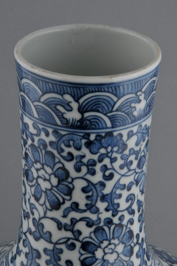 Porcelain vase. China. 20th century. Bottle form. - 7