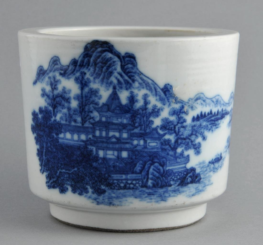 Porcelain censer. China. 19th century. Cylindrical