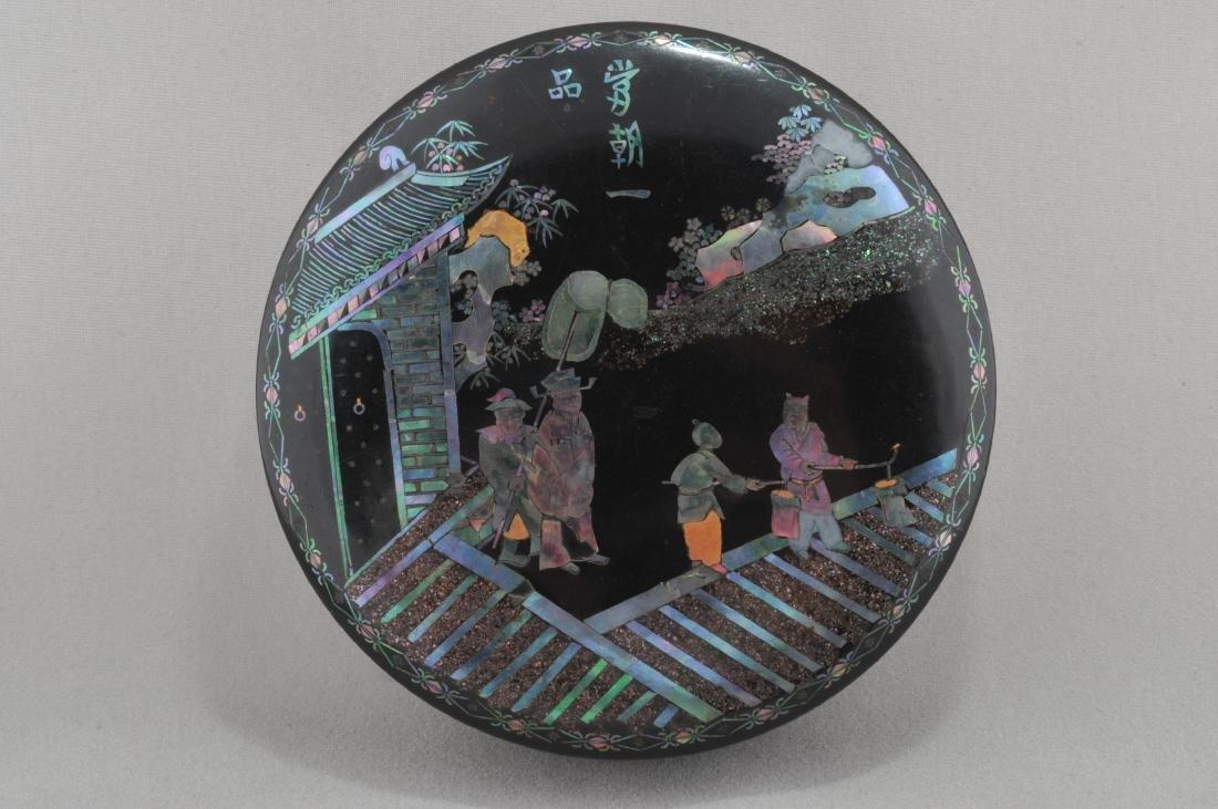 Incense box. China. K'ang Hsi period. (1662-1722). Lac