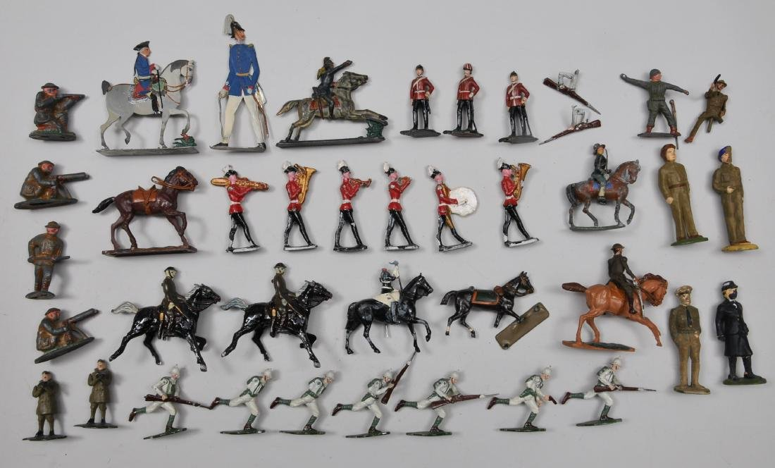 Large mixed lot of Lead Soldiers. Approximately 30