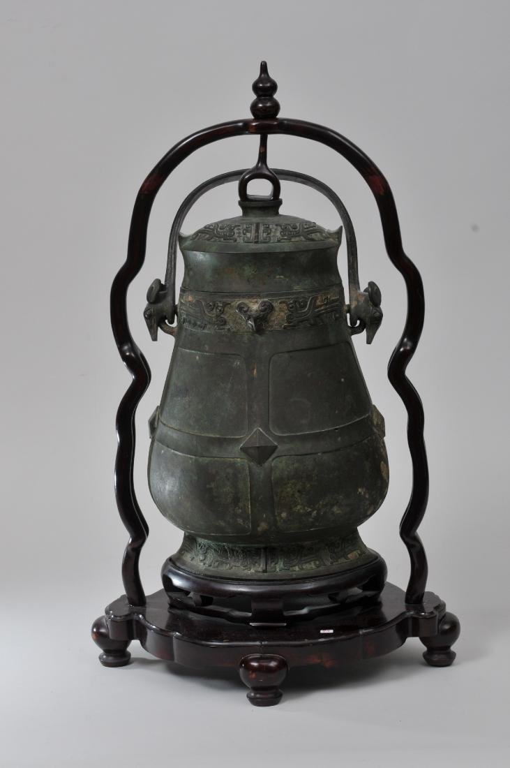Large bronze jar with cover. China. 19th century or